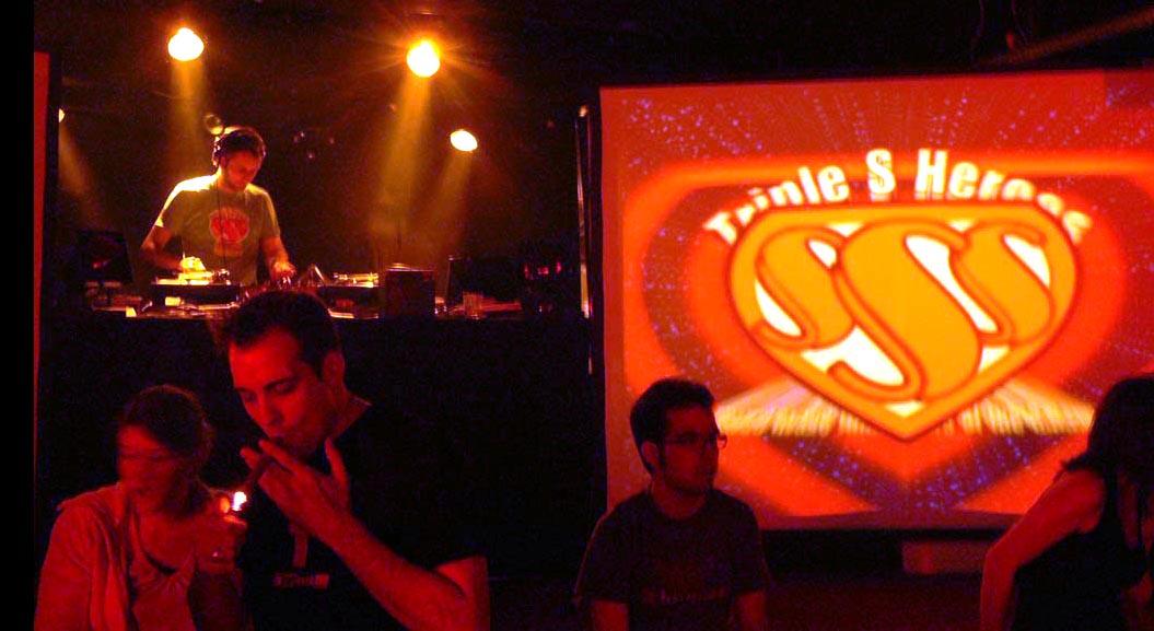 Stupid Deep i wizualizacje Cpt. Sparky podczas imprezy Triple S Heroes. Klub Kraftwerk Szwajcaria 2006 rok.